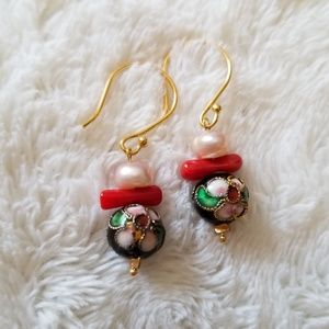 the queens hand by naya Jewelry - Dainty Gold dangle folk floral earring coral pearl